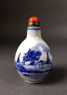 A Carved Porcelain Snuff Bottle,Qing Dynasty
