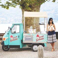 Cute little Piaggio Ape gelato truck spotted in Lago Di Como Food Cart Design, Food Truck Design, Mobile Cafe, Mobile Shop, Mini Camper, Prosecco Van, Cafe Display, Bike Food, Mobile Food Trucks
