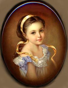 Fedoskino: Borisova Olga - Girl with a Ribbon