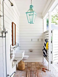 Make an outdoor shower a pretty (and practical!) addition to your home—whether you're looking to wash off after a day in the garden or simply want to spend more time in nature. We found a dozen of our favorite designs to inspire your landscape. Outdoor Pool Bathroom, Pool House Bathroom, Pool House Decor, Outdoor Shower Enclosure, Outdoor Toilet, Outdoor Baths, Outdoor Showers, Outside Toilet, Pool Bad