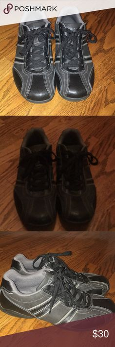 Perry Ellis men's shoes Black and grey Perry Ellis shoes in like new condition Perry Ellis Shoes