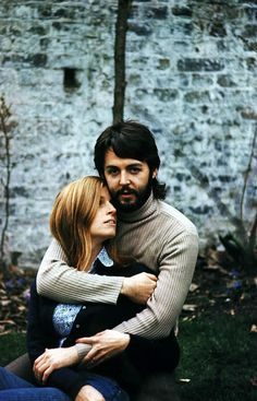 Linda & Paul McCartney.. We should all be so lucky as to have a love so true......  <3