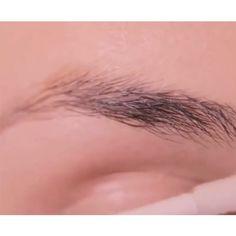 Augenbrauen-Serum für dichtere Augenbrauen. Hier im Shop erhältlich. Beauty Care, Beauty Skin, Beauty Makeup, Eye Makeup, Beauty Hacks, Hair Beauty, Eyebrow Serum, Simple Makeup, Eyebrows