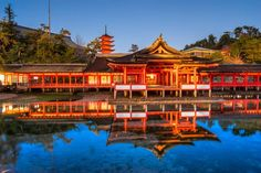 Tourism guide to Miyajima Island Japan's Miyajima Island and its world-famous Itsukushima-jinja Shrine with its floating torii. Asia Travel, Japan Travel, Fushimi Inari Taisha, Torii Gate, Largest Waterfall, Japan Guide, Wakayama, Miyajima, Natural Scenery
