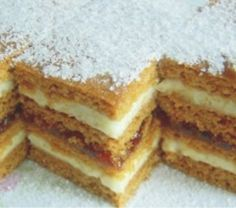 Romanian Desserts, Romanian Food, Sweets Recipes, Cake Recipes, Cooking Recipes, Honey Dessert, Croatian Recipes, Sweets Cake, Little Cakes