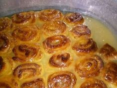 LEKKER RESEPTE VIR DIE JONGERGESLAG: ROLY POLY POEDING South African Dishes, South African Recipes, Roly Poly Recipes, Roly Poly Pudding, African Dessert, British Baking, Easy Cake Recipes, Dessert Recipes, Pudding Recipes