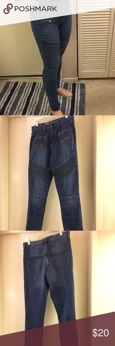 """Mossimo Denim High Rise Moto Skinny Jeans Washed once, never worn! Super cute and stylish moto jeans with zipper and seam details. 10"""" rise, 28"""" inseam. Laid flat, waistband is 28.5"""" across. Size 4/R, or 27. Mossimo Supply Co Jeans Skinny"""