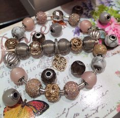 When you read the slogan of Pandora Jewelry you can read that this brand represents exclusive and timeless . Pandora Bracelet Pink, Pandora Jewelry, Pandora Essence, Thomas Sabo, Jewelry Making Tutorials, Jewelry Tools, Pearl Earrings, Bracelets, Closer