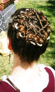 Festive pentacle hairdo for Beltane! Gonna have to try it. Pretty Hairstyles, Braided Hairstyles, Hairdos, Pagan Wedding, Beltane, Handfasting, Pentacle, Wiccan, Witchcraft