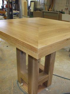 Afbeelding van http://woodworking.nl/upload/attachments/14049=3045-eiken%20tafel%201.jpg.
