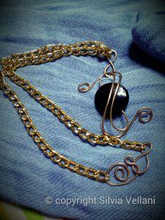 Aluminium necklace with bronze pendant and onix Collana in alluminio con pendente in bronzo e onice
