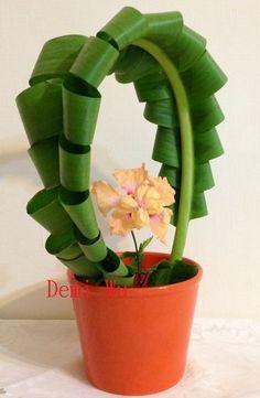 Design by Demi Wu Contemporary Flower Arrangements, White Flower Arrangements, Ikebana Arrangements, Tropical Flowers, White Flowers, Beautiful Flowers, Leaf Art, Flower Show, Flower Boxes