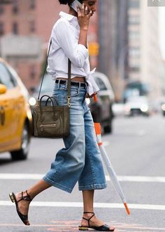 denim street style Summer Street Style Looks to Copy Now Denim Street Style, Street Style Summer, Culottes Street Style, Casual Street Style, Look Fashion, Trendy Fashion, Fashion Mode, Trendy Style, 80s Fashion