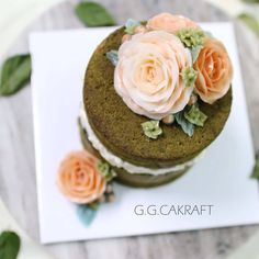 Naked icing ButterCream Flowercake. Done by G.G.Cakraft. - - #ggcakraft #buttercreamflowers #koreanflowercake #klflowercake #cake #cakeicing #buttercream #flowers #flowercake #buttercreamflowers #blossom #bakingclass #baking #weddingcake #버터크림케이크 #꽃 #buttercake #플라워케이크 #버터크림 #버터플라워케이크 #버터크림플라워케이크 #glossybuttercream