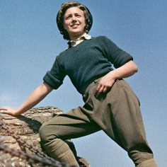 Land Army girl Doreen Bacchus at the Women's Timber Corps training camp at Culford in Suffolk. Ww2 Women, Women's Land Army, Land Girls, Fly Girls, Pantsuits For Women, Shoes World, Army Uniform, 1940s Fashion, Vintage Fashion