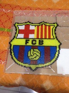 Escudo del fc Barcelona hecho con hama beads