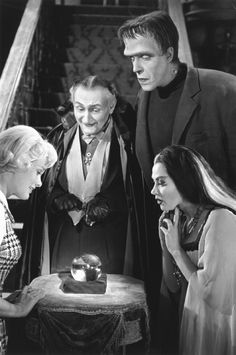 """The Munsters"" Beverley Owen, Al Lewis, Fred Gwynne, Yvonne De Carlo 1964 CBS"