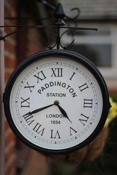 Paddington Station (London) Pity this clock wasn't nine minutes faster. It would look fabulous as my 'The From Paddington' cover Mrs Marple, Ours Paddington, London Paddington Station, Big Ben, Simplon Orient Express, London Eye, London City, London Calling, Train Travel