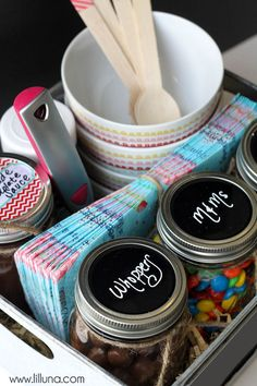 SUPER cute and simple DIY Ice Cream Bar Kit, which makes a great gift idea or even a great set up for a party. Jar Gifts, Food Gifts, Craft Gifts, Diy Gift Baskets, Raffle Baskets, Summer Gift Baskets, Hostess Gifts, Holiday Gifts, Christmas Gifts