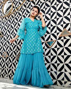 Avneet Kaur looks absolutely gorgeous💙💙💙 Modest Fashion Hijab, Pakistani Fashion Casual, Pakistani Dress Design, Desi Wedding Dresses, Classy Prom Dresses, Stylish Dresses, Indian Gowns Dresses, Pakistani Dresses, Indian Designer Outfits