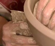Video- How to throw really large bowls on the wheel by Stephen Jepson -Ceramics Arts Daily Thrown Pottery, Pottery Bowls, Ceramic Pottery, Pottery Art, Ceramic Techniques, Pottery Techniques, Ceramic Arts Daily, Pottery Videos, Wheel Throwing