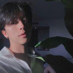 Image about boy in 𝑢𝑙𝑧𝑧𝑎𝑛𝑔 by 𝑘𝑟𝑖𝑠𝑠𝑦 on We Heart It Korean Boys Hot, Korean Boys Ulzzang, Korean Couple, Ulzzang Boy, Korean Men, Beautiful Boys, Pretty Boys, Cute Boys, Cute Asian Guys