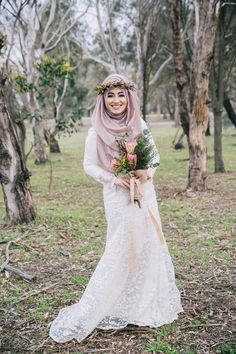 Today we're sharing a beautiful shoot by dream team, resident photographer Lah'za Photography and hijab stylist The Haya Atelier. When I first saw Ismahan's beautiful face on Lahz…