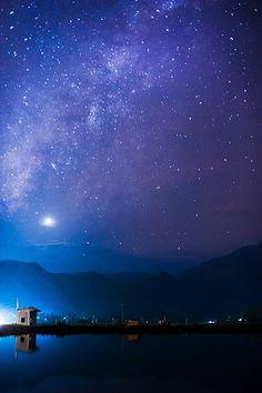 Sao Kim và dải Ngân Hà rực ráng trên bầu trời tây sau hoàng hôn by gienkhan, via Flickr