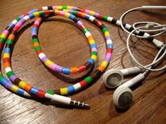 l' arcobaleno nelle orecchie!!  Colourful way to decorate your earphones