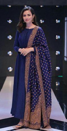 Simple Pakistani Dresses, Pakistani Fashion Casual, Indian Fashion Dresses, Dress Indian Style, Pakistani Dress Design, Indian Designer Outfits, Pakistani Outfits, Indian Outfits, Indian Wear
