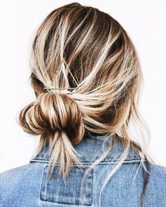 60 Inspiring Ideas For Blonde Hair With Highlights Hair Color Ideas dark blonde hair color ideas Dark Blonde Hair Color, Hair Color Highlights, Blonde Wig, Dark Blonde Hair With Highlights, Thin Blonde Hair, Caramel Highlights, Ash Blonde, Baylage Blonde, Thin Highlights