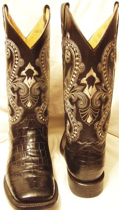 Ferrini Boots  (Black Leather, Women's Pre-owned Brand Name Cowboy Boots)