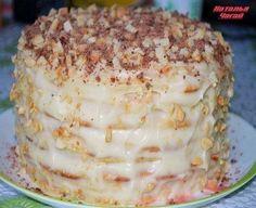 Творожный торт на сковородке Тесто 1 яйцо 200 гр творога 1 ст сахара ванилин примерно 300 гр муки 1 ч л гаш соды. Крем: 500 мл молока 1 яйцо 1 ст сахара 3 ст л муки ванилин 150 гр слив масло. Орехи 150 гр. Приготовить основу крема: растереть яйцо с сахаром и мукой, добавить ванилин, влить молоко, пе