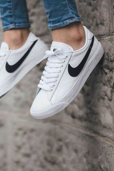 Sneakers | White | Nike | Basic | Clean | Denim | Streetstyle | More on Fashionchick.nl