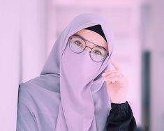 Image may contain: 1 person, eyeglasses and closeup Hijab Niqab, Muslim Hijab, Mode Hijab, Arab Girls Hijab, Muslim Girls, Beautiful Muslim Women, Beautiful Hijab, Hijabi Girl, Girl Hijab