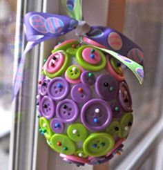 Handmade Easter Craft Ideas for Kids: DIY decorations, treats & activities - Handmade Easter Craft Ideas for Kids: DIY decorations, treats & activities Button Easter Egg Ornament + 16 other Springtime Crafts Ostern Party, Diy Ostern, Easter Projects, Easter Crafts For Kids, Kids Diy, Easter Ideas, Easter Decor, Art Projects, Hoppy Easter