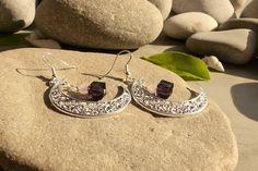 Boucles d'oreilles en quartz rose et cristal violet, bijoux lunes créateur, bijoux romantiques quartz rose, boucles d'oreilles : Boucles d'oreille par lapassiondisabelle