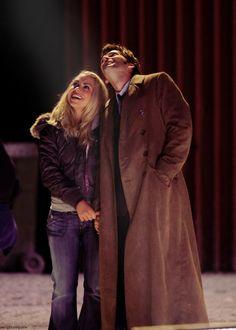 Billie Piper as Rose Tyler and David Tennant as The Doctor in Doctor Who Dr Who Rose, Doctor Who Rose, Rose And The Doctor, Doctor Who 10, 10th Doctor, David Tennant, Billie Piper, Rose Tyler, Geronimo