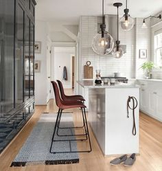 30 Mind Blowing Kitchen Design Bar Ideas Modern and Functional | Justaddblog.com  #kitchendesign  #kitchenideas  #kitchenremodel