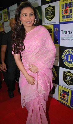 Rani Mukherjee in a beautiful pink saree. Bollywood Girls, Bollywood Saree, Indian Bollywood, Bollywood Actors, Indian Beauty Saree, Indian Sarees, Indian Dresses, Indian Outfits, Prity Girl