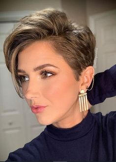Beautiful Pixie And Bob Short Hairstyles 2019 – dark hair styles Short Hairstyles For Thick Hair, Short Pixie Haircuts, Short Hair Cuts, Short Hair Styles, Cut Hairstyles, Hairstyles Pictures, Trendy Hairstyles, Short Hair Pixie Edgy, Pixie Haircut For Round Faces