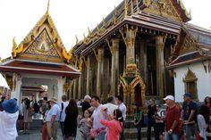 O Grande Palácio abriga o lindo Templo do Buda Esmeralda Wat Phra Kaew, que na verdade é feito de jade e não de esmeralda.