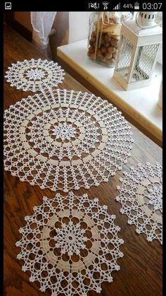 Diy Crafts - Knitting,Stitch-How to Make Crochet Look Like Knitting (the Waistcoat Stitch) Crochet Knitting Stitch Waistcoat Crochet Doily Patterns, Crochet Motif, Crochet Doilies, Crochet Flowers, Hand Crochet, Knitting Patterns, Diy Crafts Crochet, Crochet Art, Crochet Home