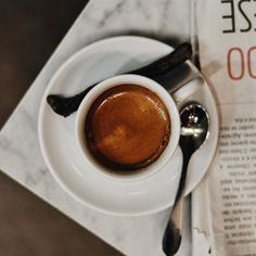 Além de o café ser nossa companhia fiel de todos os dias, o Dia do Café relembra o início das grandes plantações cafeeiras no Brasil, responsáveis por representar um importante período histórico para o desenvolvimento da economia e sociedade brasileira. E nada melhor que um espresso #CiaMineiradeChocolates para comemorar esta data em grande estilo! Aguardamos a sua visita para este momento tão sublime. ❤️ ☕️ #DiadoCafé #cafeisole @capricecerchi