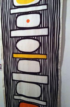 Printex Hepskukkuu by Vuokko Nurmesniemi Surface Pattern, Pattern Art, Surface Design, Textile Patterns, Textile Design, Print Patterns, Cave Drawings, Marimekko Fabric, Century Textiles