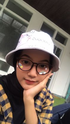 Selfie Ideas, Ombre Lips, Ootd Hijab, Hijab Fashion, Selfies, Muslim, Poses, Girls, People