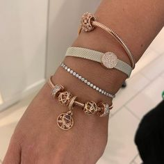 Learn more about Pandora Jewelry and the secret behind their amazing products and fashion accesories Bijou Charms, Types Of Diamonds, Beautiful Diamond Rings, 14 Carat, Pandora Jewelry, Pandora Bracelets, Pandora Store, Pandora Rings, Mode Chic