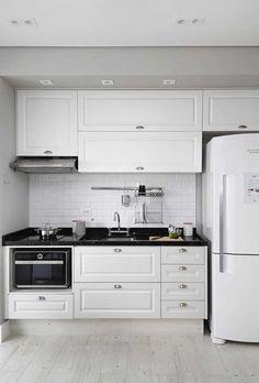 Kitchen Sets, Home Decor Kitchen, Kitchen Furniture, Kitchen Interior, Modern Kitchen Renovation, Kitchen Remodel, Kitchen Layout Plans, Diy Kitchen Storage, Elegant Kitchens