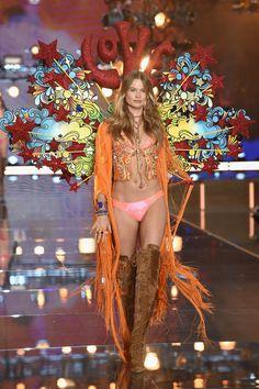 Gli angeli sexy sono tornati! Scopri la sfilata Victoria's Secret 2015