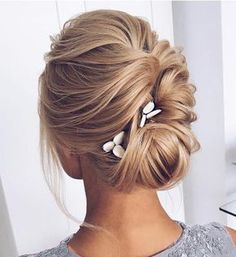 Hairstyles Shoulder Length Updo With Bandanas - 50 wonderful updos for medium hair to inspire new looks Updos For Medium Length Hair, Up Dos For Medium Hair, Medium Hair Styles, Short Hair Styles, Sweet Hairstyles, Messy Hairstyles, Pretty Hairstyles, Prom Hairstyles, Straight Hairstyles Prom